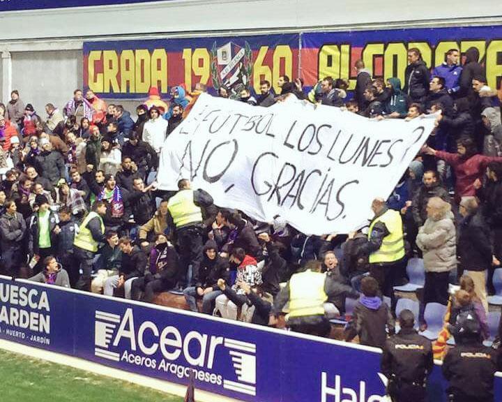 pancarta no al futbol los lunes